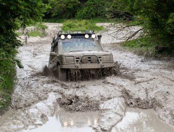 Auto impantanata nel fango