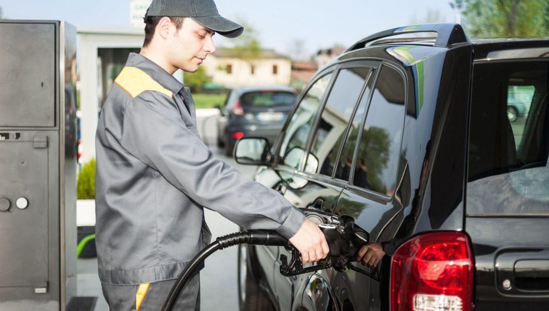 Benzinai e tassisti in pensione a 63 anni