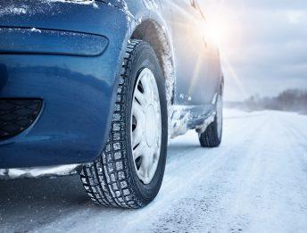 Incidente per strada ghiacciata