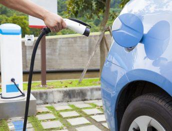 Colonnine elettriche nei benzinai