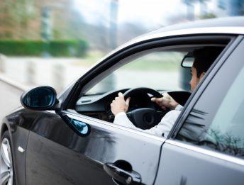 Incidente con auto aziendale